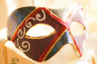 mask_red_ribbon_front_view_1166